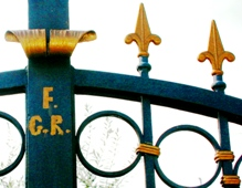 detail two-tone iron gate