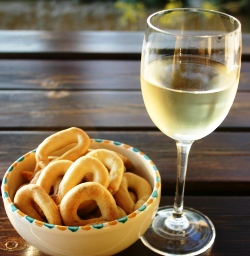 aperitivo of wine & taralli